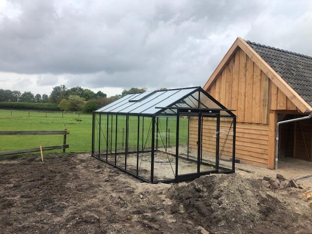 Zwarte tuinkas R306 te Emmen